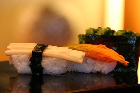 石垣島の食材を楽しめる「石垣 しま寿司」。写真は「島野菜にぎりずし」(写真提供=ANAインターコンチネンタル石垣リゾート)