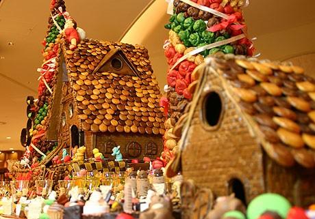 石垣島で初めてとなる「ジンジャーブレッドハウス」を展示