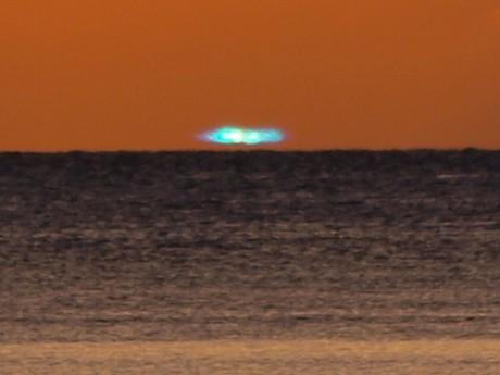 石垣島で観測されたグリーンフラッシュ(中西康治さん撮影)