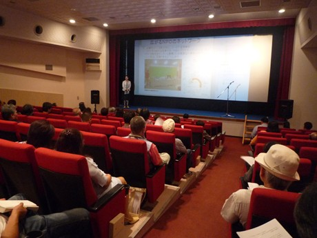 石垣市の旧映画館にNPOプラザオープン