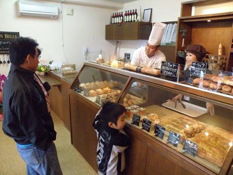 石垣市登野城に焼きたてパンの店「SEVEN BELLES」オープン