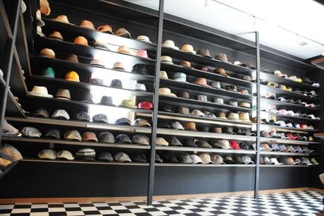 400点以上の帽子が並ぶ店内