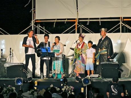 公開ウエディングでは夏川さんとTAKEさんによる歌のプレゼントも