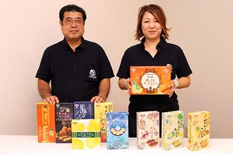 澤谷座光営業所長(左)と、常務の安里睦子さん