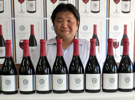「沖縄県酒造メーカーが作る初めてのフレーバーワイン」と漢那さん