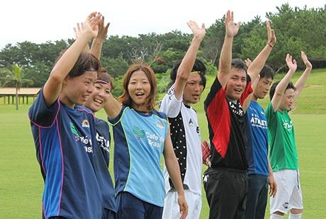 2013年にはサッカー日本女子代表(なでしこジャパン)の大儀見優季さん、永里亜紗乃さん、熊谷紗希さんによるサッカー教室が「サッカーパークあかんま」で行われた。
