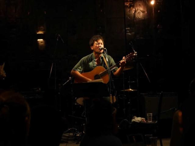 石垣島のBar Bbの「アコギな夜de SHOW」で東日本大震災チャリティー