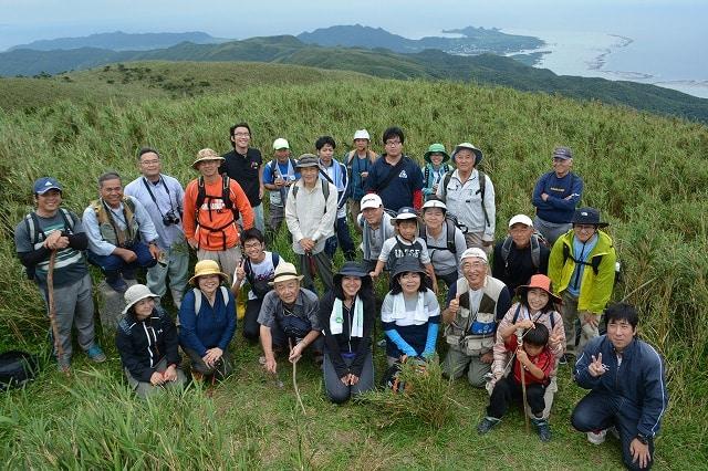 於茂登岳自然観察会の参加メンバー(於茂登岳山頂)