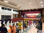 八重山の子どもたちが琉球芸能実演家と共演する舞台「琉球芸能鑑賞会」