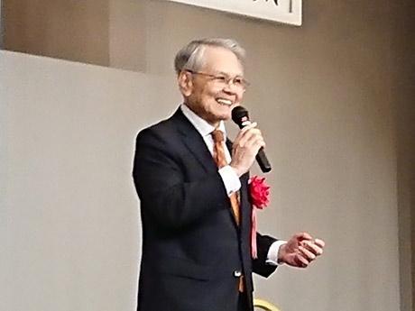 登壇した稲嶺恵一元沖縄県知事