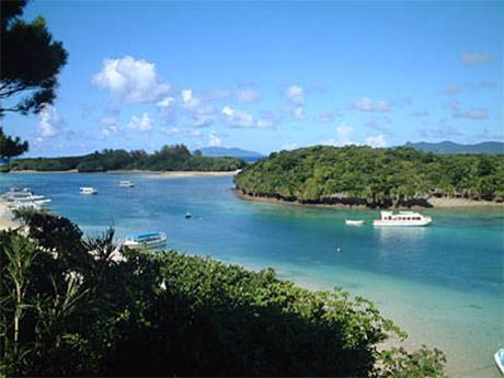 「石垣島へ行ったならば必ず立ち寄りたい場所」と口コミされた川平湾