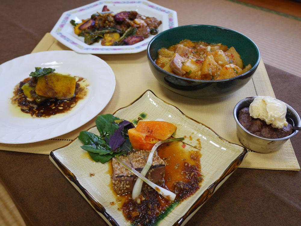 「家庭でいかせる石垣島食材」のレシピを使い調理学習会で受講生らが調理した