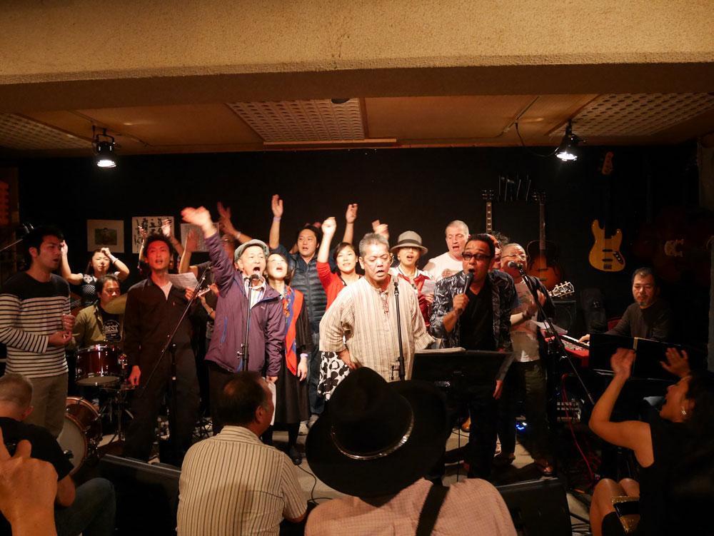 ライブの最後は会場にいる全員で「満月の夕(ゆうべ)」を合唱した