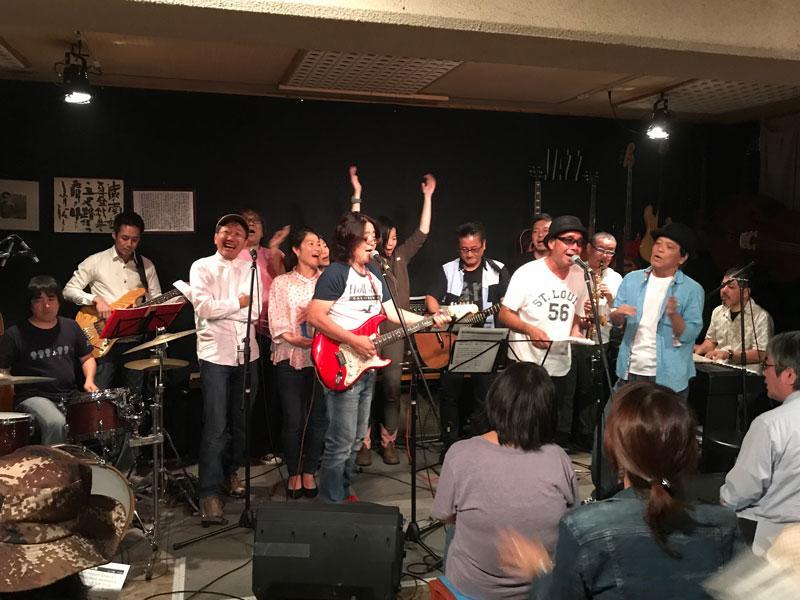 ライブの最後には出演者全員でかぐや姫の「おもかげ色の空」を歌った