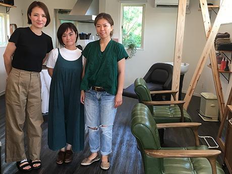 (右から)ヘアスタイリストの福井範子さん、リラクゼーション担当の美里聖子さん、アイリストの友利のぞみさん
