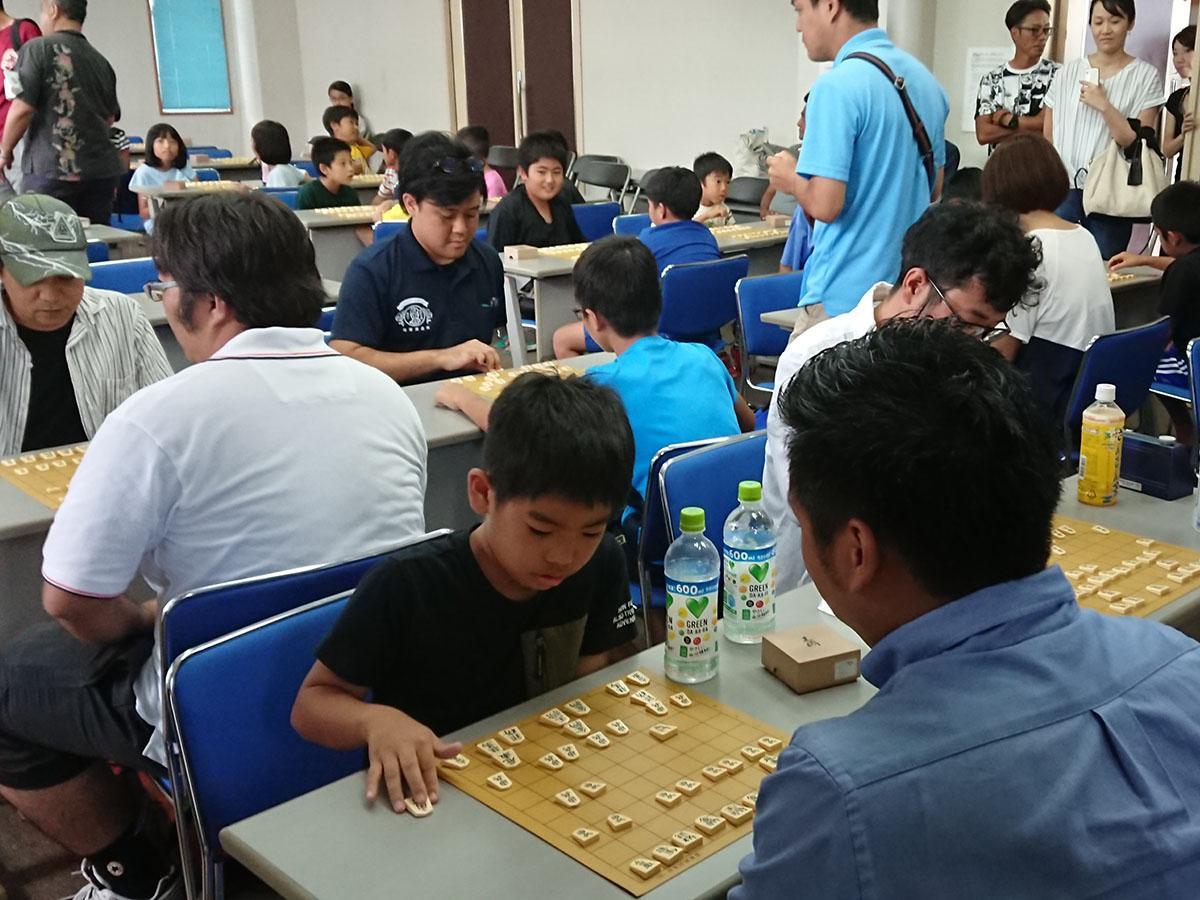 8月26日に行われた「第1回石垣市長杯将棋大会」の様子
