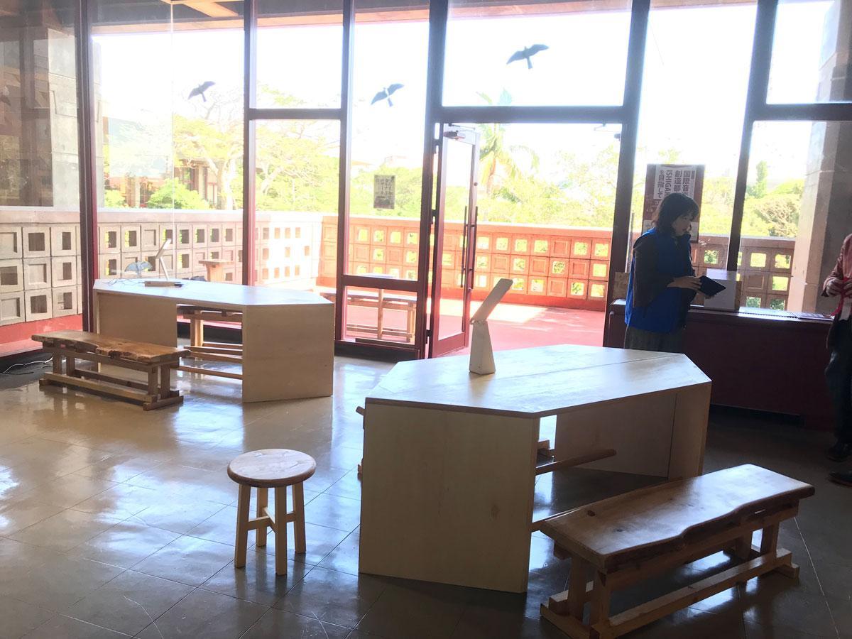 故前川國男氏が手掛けた近代建築の石垣市民会館2階にオープンした「シマノバ(SHIMANOVA)」