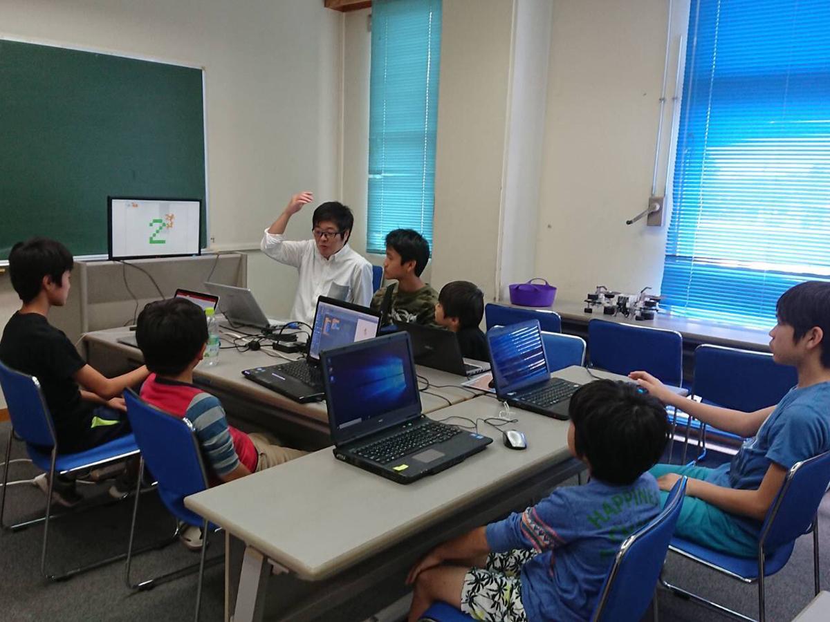 16日に大濱信泉記念館で開催されたプログラミング道場「CoderDojo」