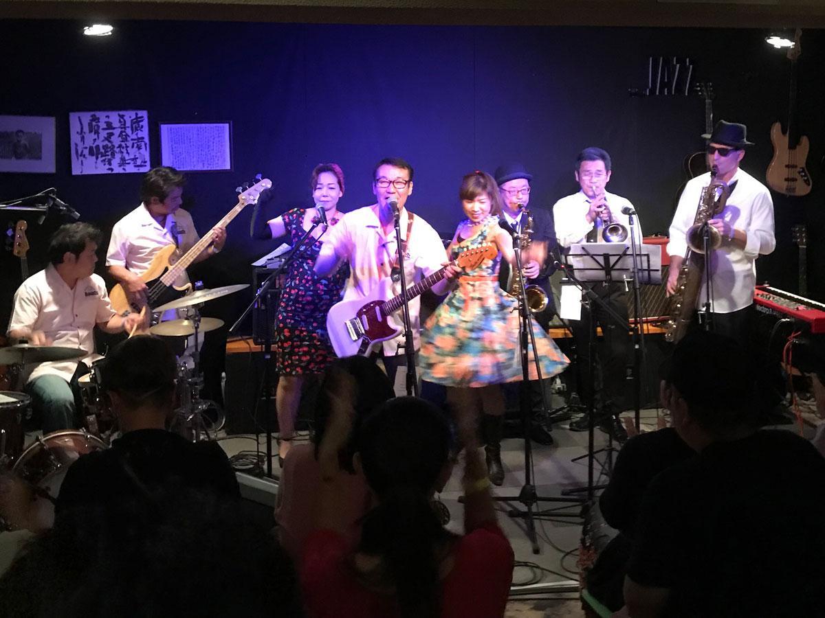 石垣島のオールディーズバンドRocket'zのステージ