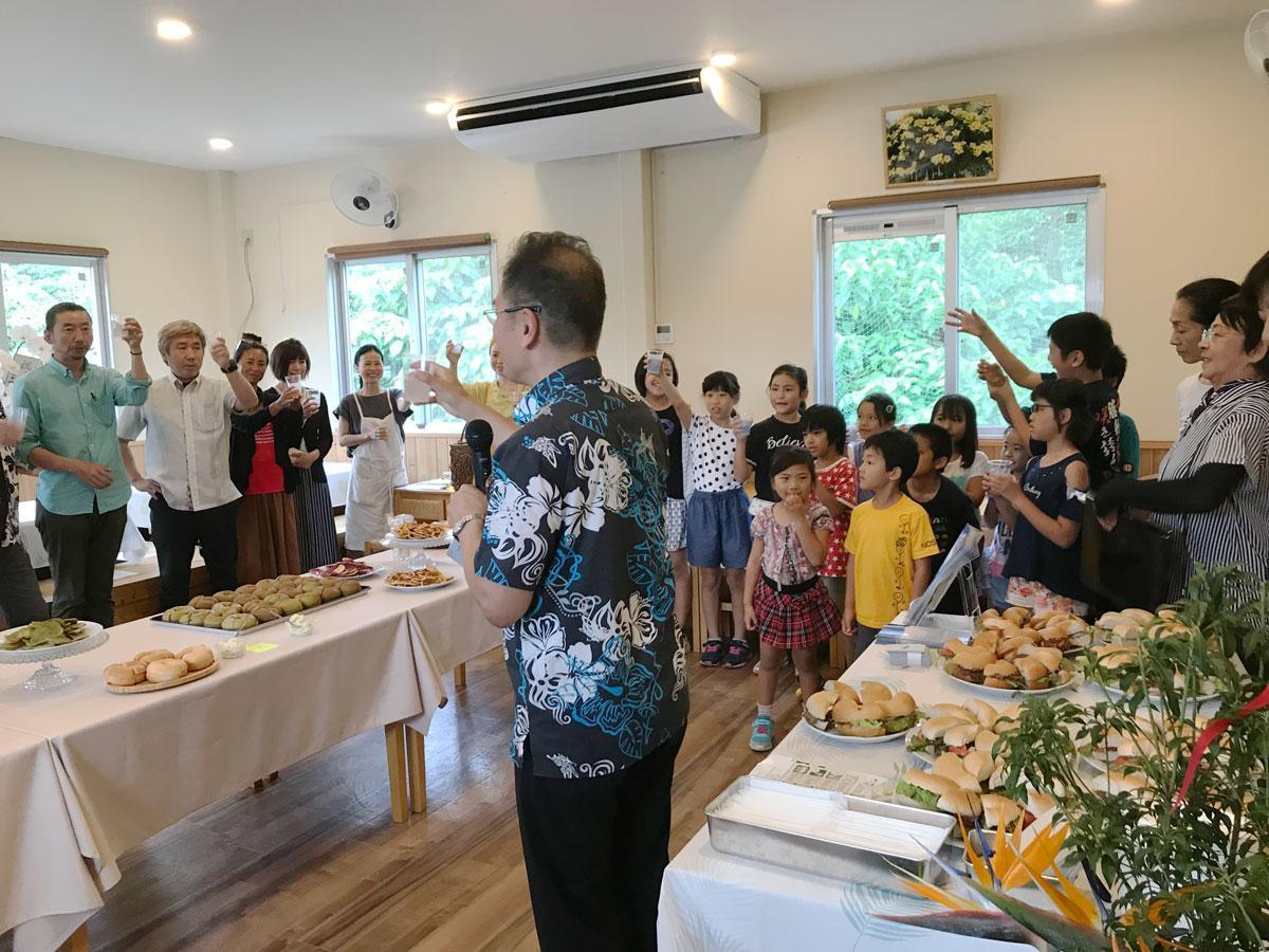 開所式後に行われたベーグル試食会