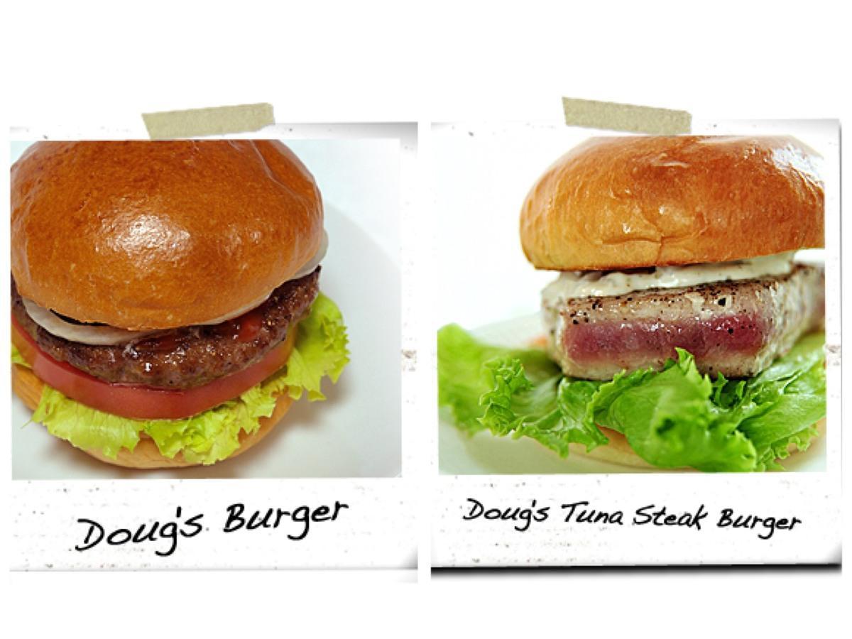 「ダグズ・バーガー」(左)と「ダグズ・ツナステーキバーガー」(右)