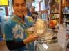 「海の幸フェア」で石垣の物産がそろう クルマエビの天ぷらも人気に