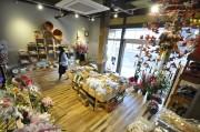 石巻の海産物店、元の場所で営業再開 仮設商店街終了で