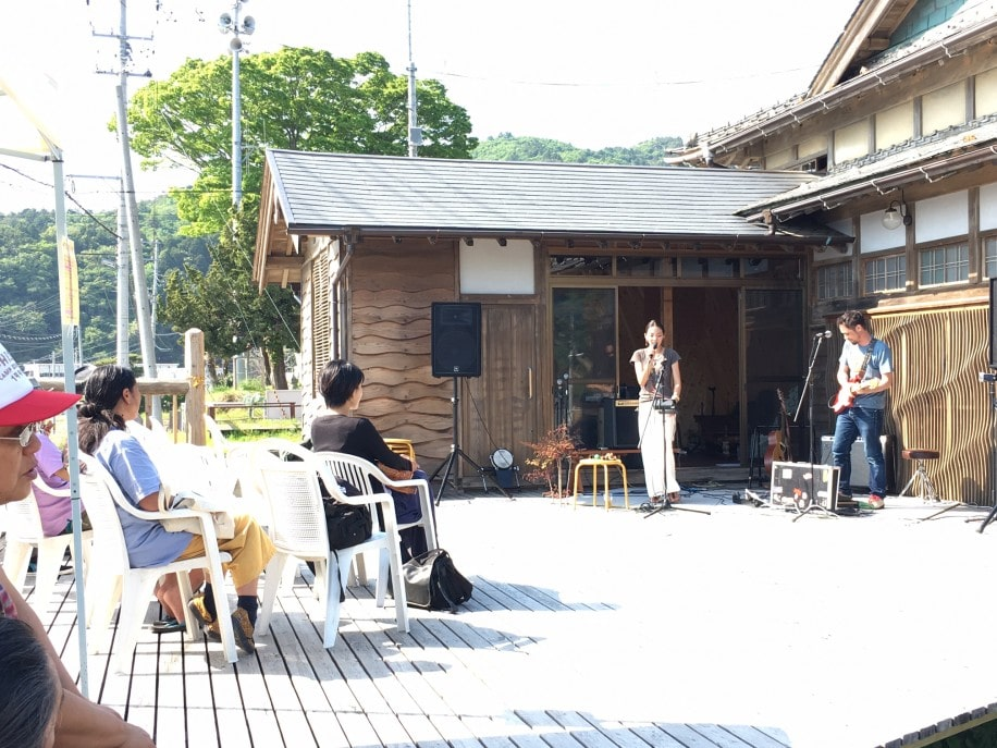 石巻・大原浜の食堂で音楽イベント オープン後初のイベントでにぎわう