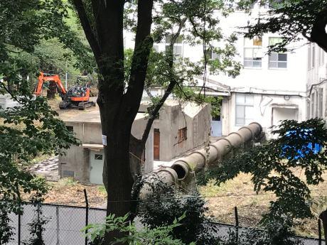 現在、土壌汚染対策工事や遺構の移設工事準備が進められている板橋火薬製造所跡