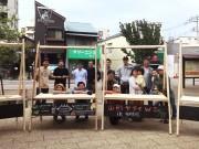 観明寺境内に出店者手作りの移動式屋台「山形ヤタイ」が立ち並ぶ