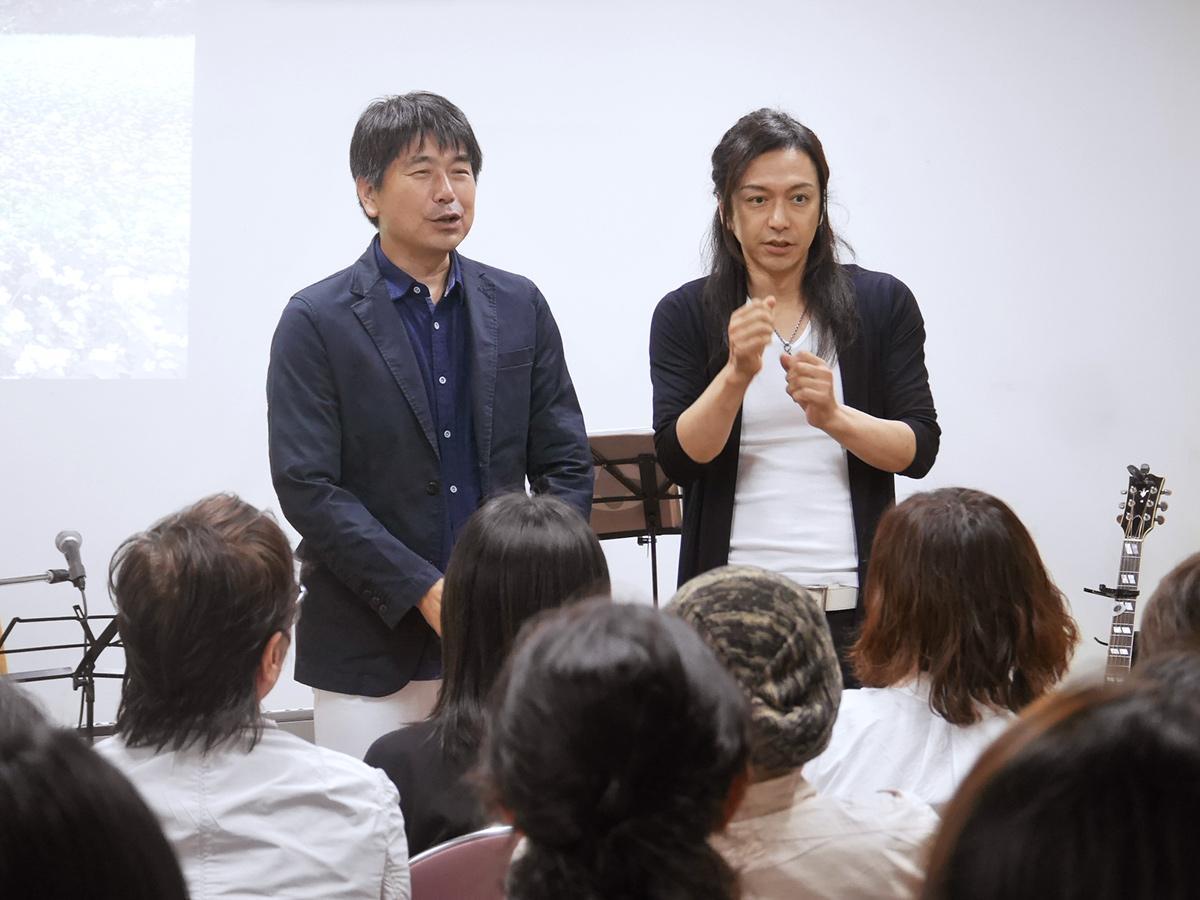 「Hana-Uta」での矢澤秀成さん(左)と清水まなぶさん(右)
