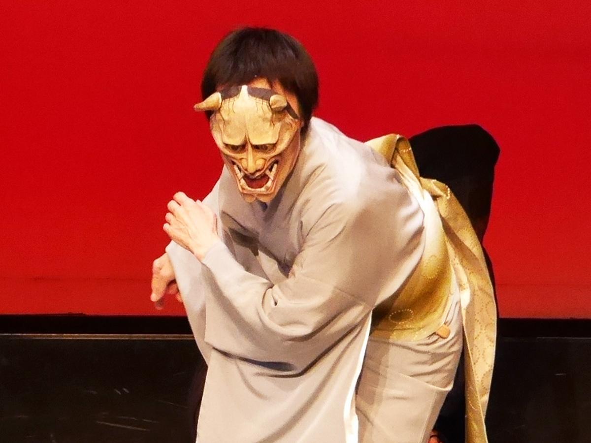1月の「説経浄瑠璃鑑賞会」で面を着けて演じる坂東冨起子さん