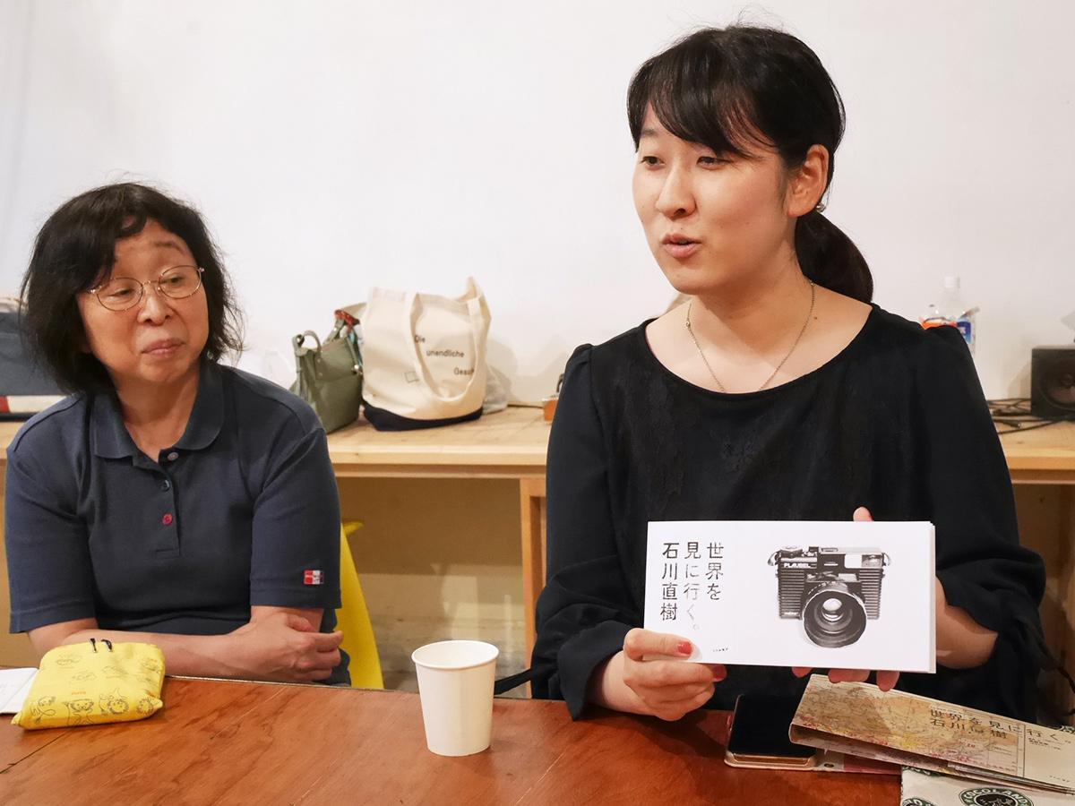 ビブリオバトルに参加し持参した書籍が「チャンプ本」に選ばれた榎村さん
