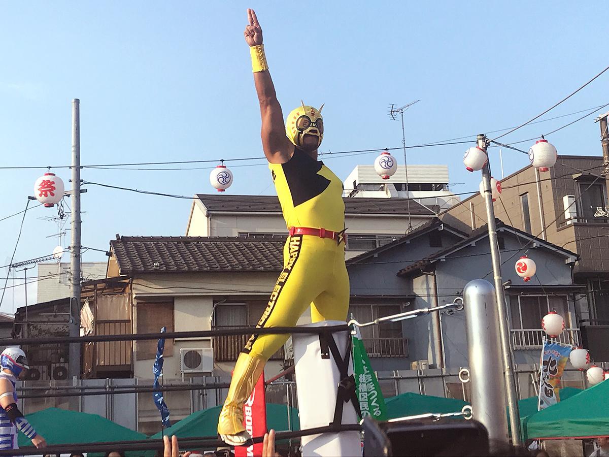 地元・大山商店街興行に初登場した「ハッピーでんきマン」選手