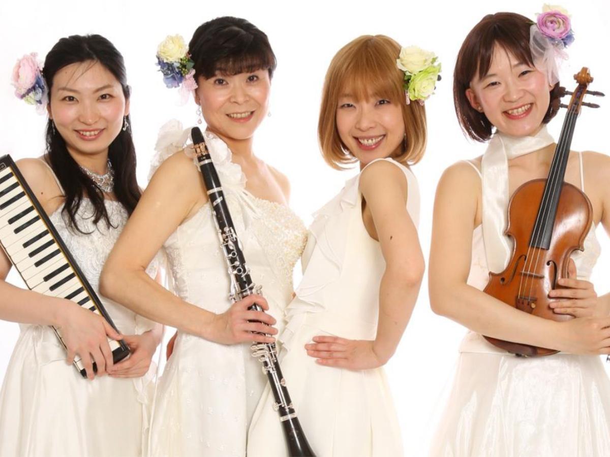 城倉かほるさん(右から2番目)が登場する連携イベント「うたのおねえさんコンサート」