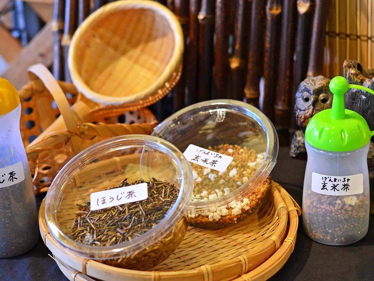 多様な日本茶・紅茶・中国茶を展示紹介する