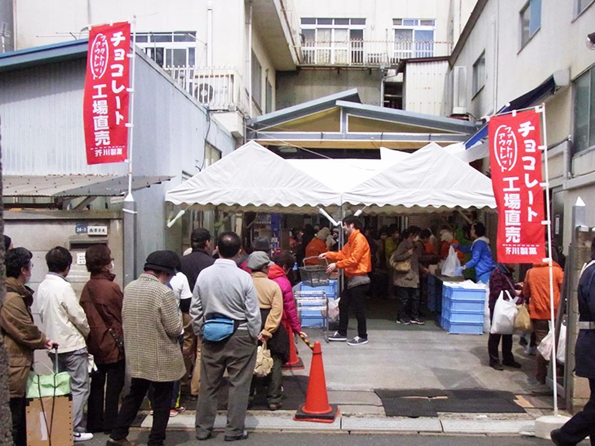 毎年長蛇の列ができる芥川製菓・板橋工場のアウトレットセール