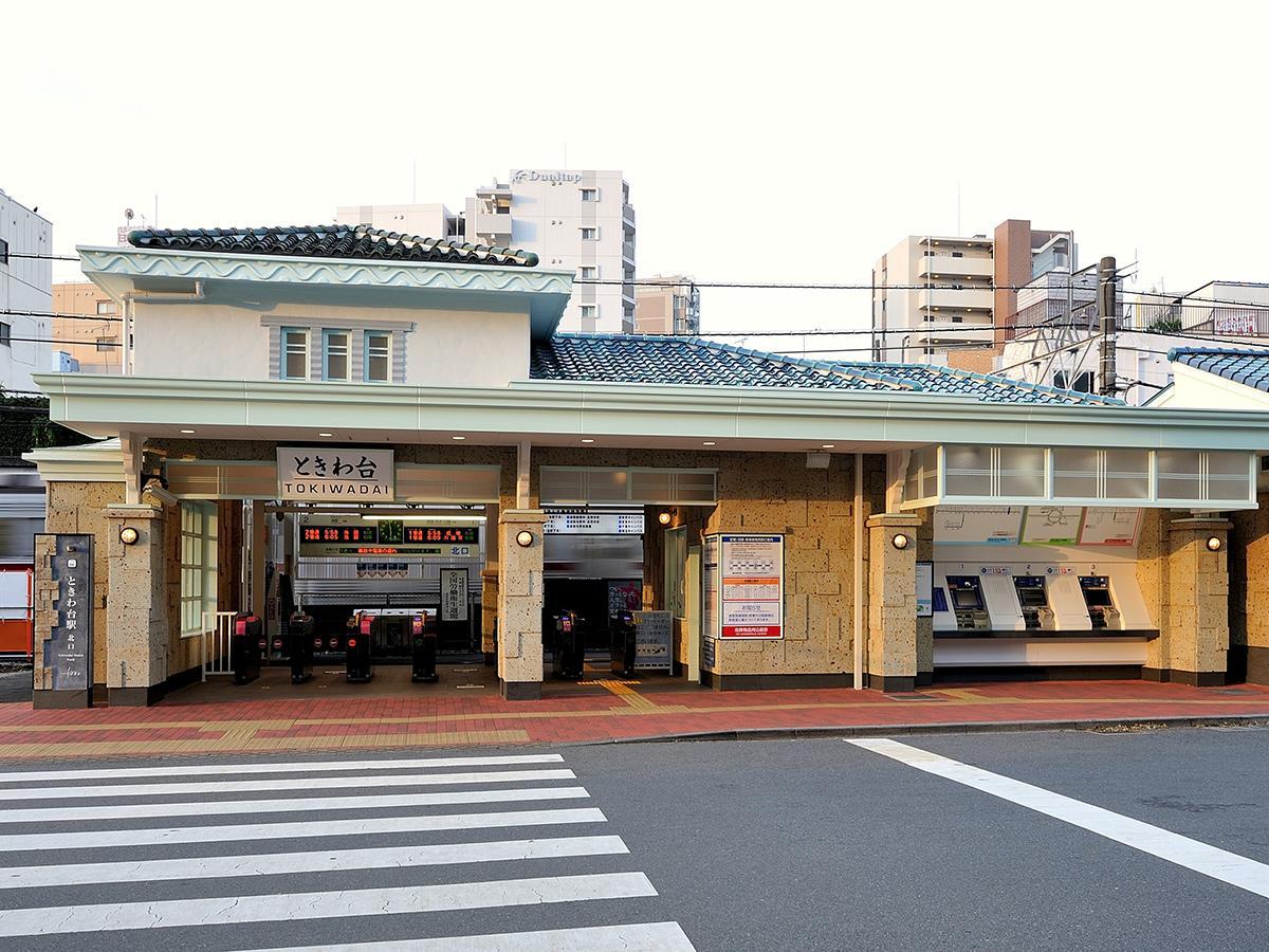 受賞5点の一つ、「武蔵常盤」駅として開業した1935(昭和10)年当時の駅舎をモチーフにした「東武東上線ときわ台駅舎」