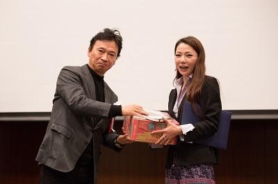 ふくしま復興塾第4期グランプリ「れいめい Kids Factory」田口悦子さん(右)