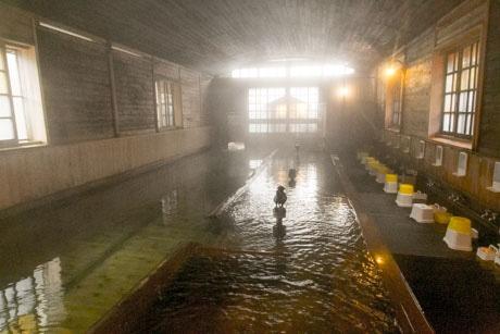 床までヒノキでできている「千人風呂」
