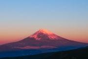 伊豆の十国峠で初日の出運行 初日の出同時に赤富士も観測