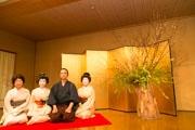 熱海の旅館で「芸妓」と「盆栽」コラボ企画 熱海の歴史と特徴を伝える