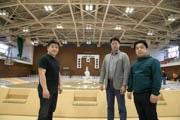 三島で大相撲春巡業 「呼出」と地元スタッフが土俵作り