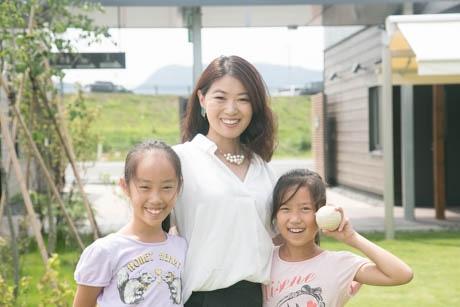 全国のファイナリストに選ばれたあがたさんと、家事分担を楽しく行う2人の娘