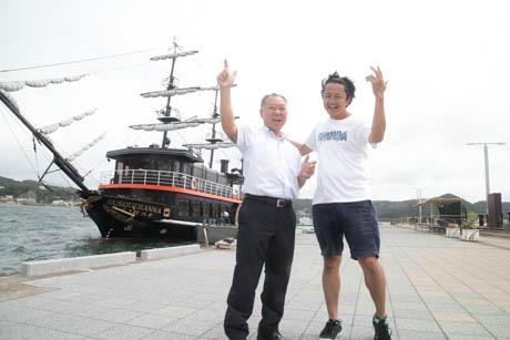 人生初のラップに挑戦した藤原事務局長(左)と向原さん
