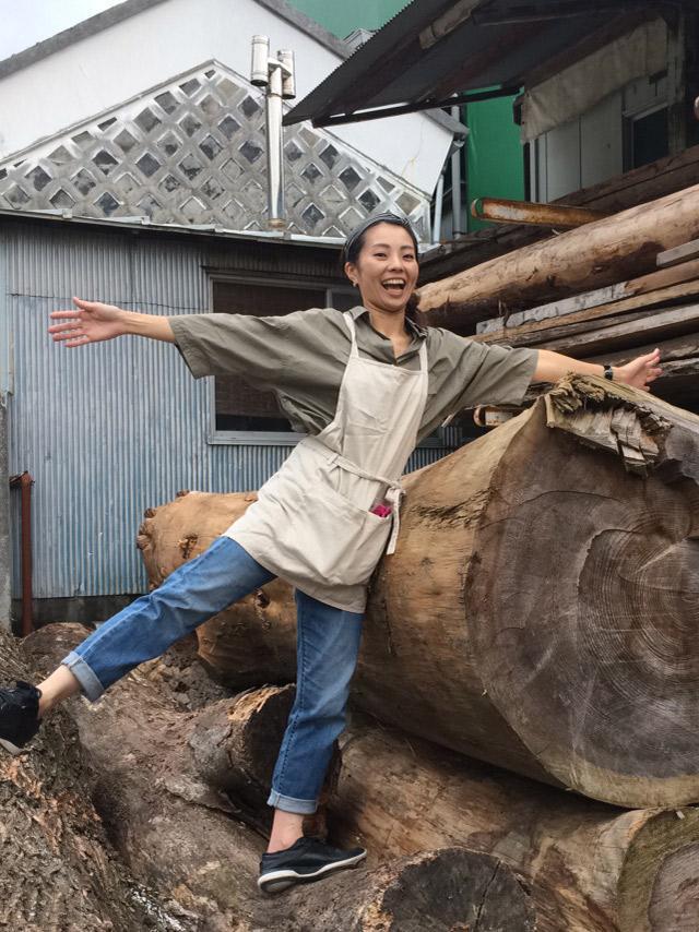 「多くの女性に木材に触れてほしい」とアピールする郁実さん