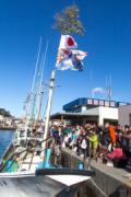 西伊豆で漁師たちが「乗り初め」行事 6000個の餅まきで福分ける
