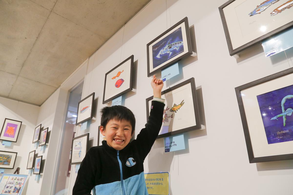 お気に入りの作品という「ゾウギンザメの絵」と並ぶ鈴木翔太くん