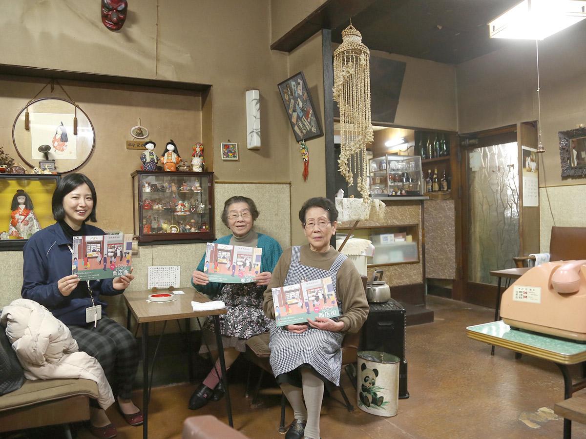 「ぜひ沼津の魅力を知ってほしい」と話す、(左から)二葉さん、藤原さんと、この春引退をする「よっちゃん」こと望月さん