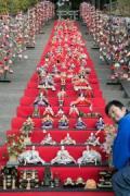 伊豆・稲取の神社で「ひな壇飾り」始まる 118段、伊東市と並んで「日本一」の呼び物に